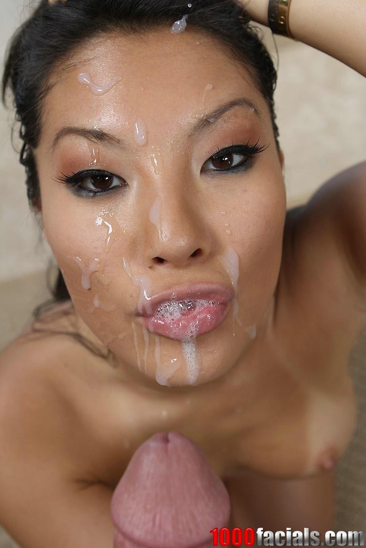 Отимел азиатку в рот и обкончал лицо спермой
