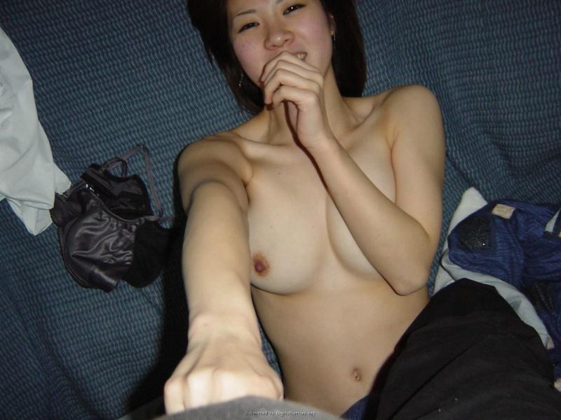 Целомудренная азиатка оголилась перед возлюбленным