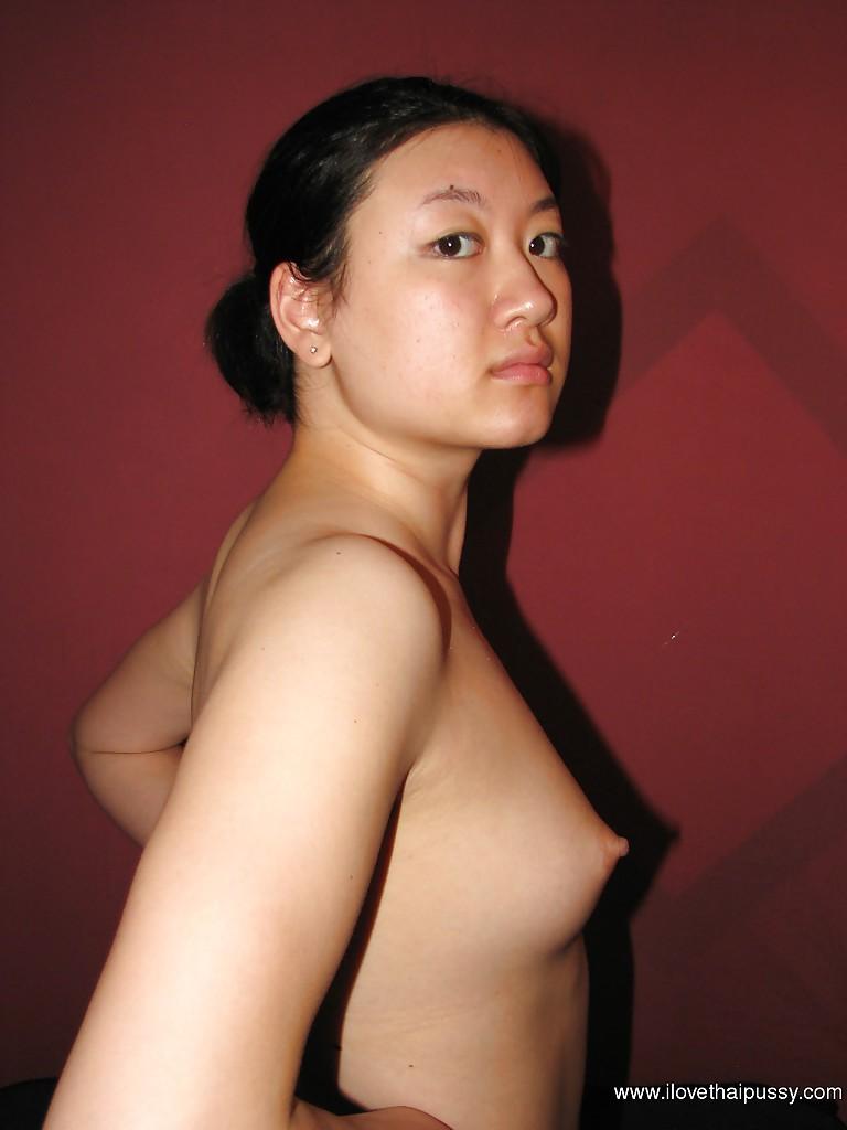 Азиатская первокурсница показала свои сисяндры