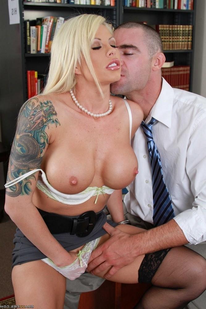 Brooke Haven наказал студента