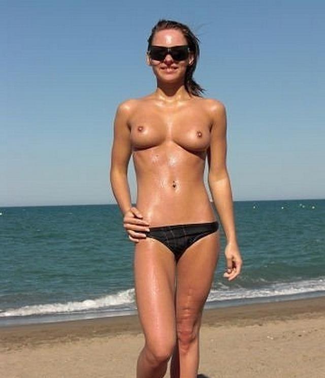 Пляжные милашки в трусах и без нижнего белья