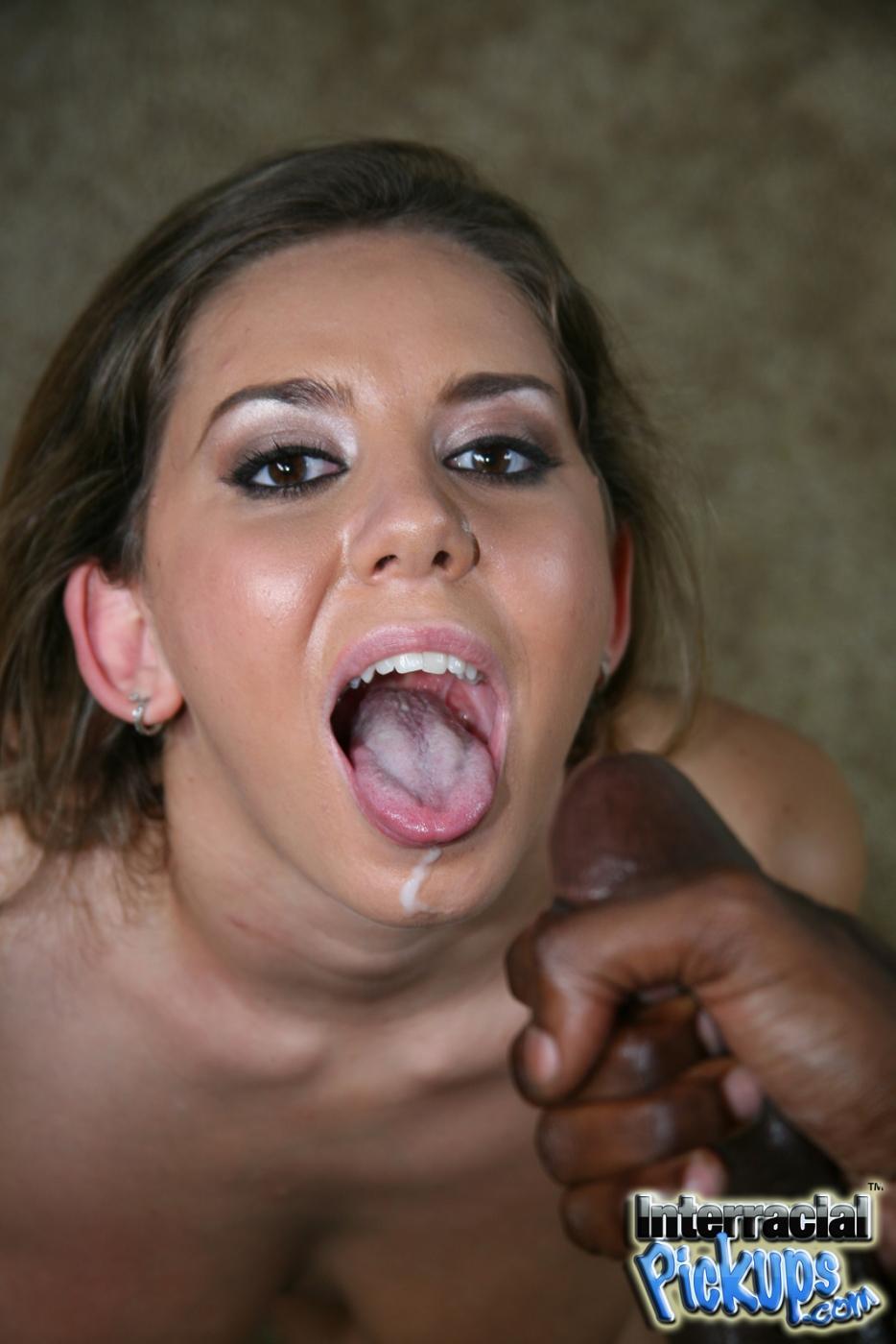 После жестокого траха грудастая Allie Foster получила спермы на лицо