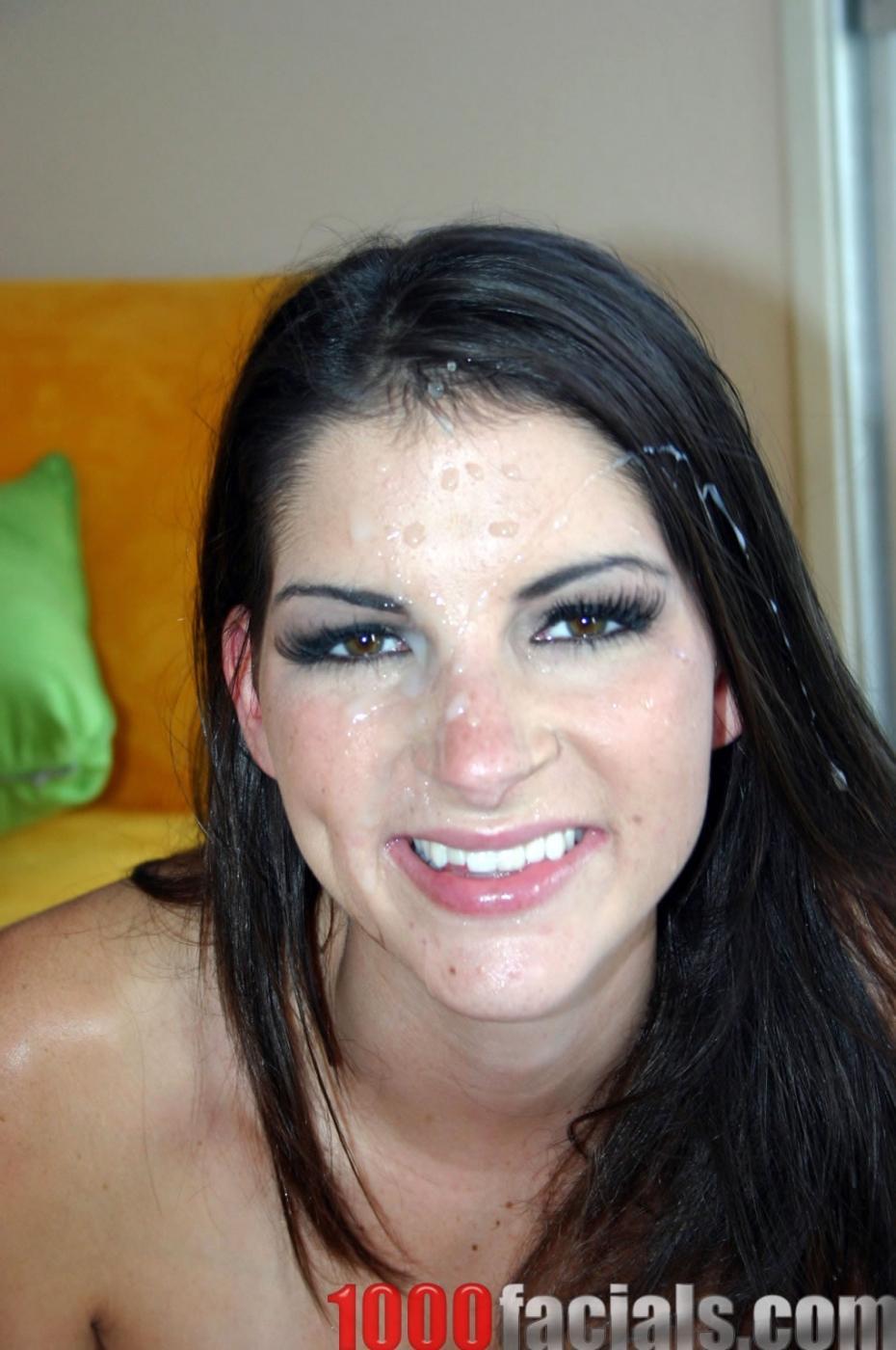 Пышногрудая брюнетка Roxxxy Rush дает в свою розовую писю и принимает сумасшедший душ из спермы