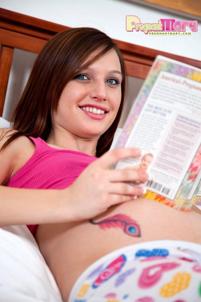 Интим с 20-летней беременной телкой