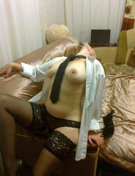 18-летние шалавы обнажают груди и вагины в домашней обстановке xxx фото