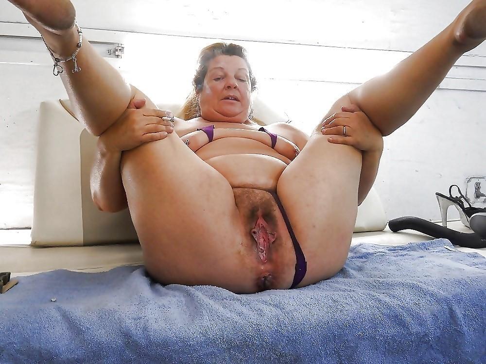 Пожилые дамочки раздвигают ноги - подборка 000