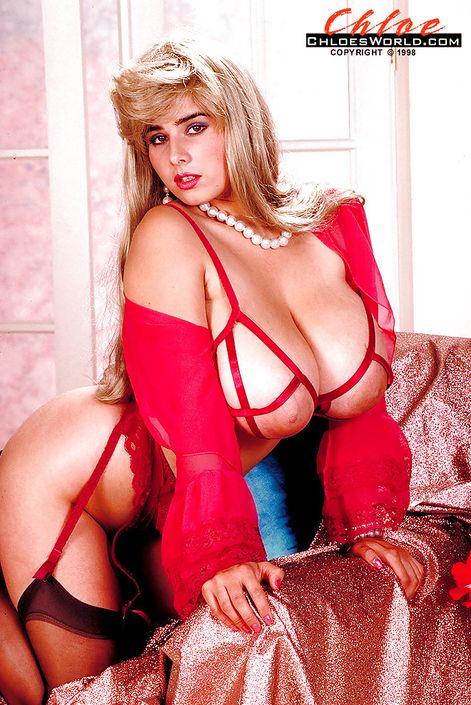Жирная фрау Chloe Vevrier с гигантской грудью откровенно позирует на топ фото порно