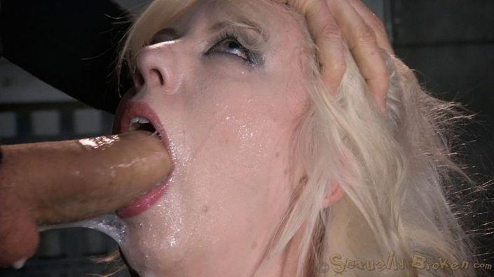 19-летней блондинке связали крупные груди и всунули кляп в рот, юнец жестко ебет фотомодель в рот бдсм